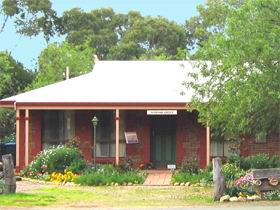 Stacey Studio Gallery  Almond Grove BB - Accommodation Search