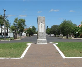 War Memorial and Heroes Avenue - Accommodation Search