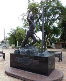 Miners Memorial Statue - Accommodation Search