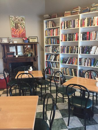 Chrissie's Book Lounge  Cafe - Accommodation Search