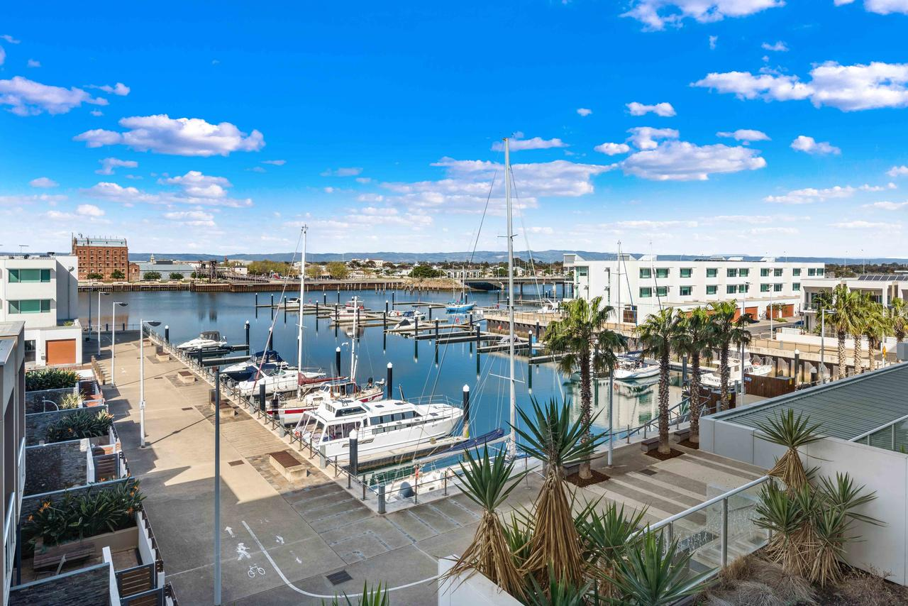 Port Adelaide Executive Waterfront Apartment - Accommodation Search