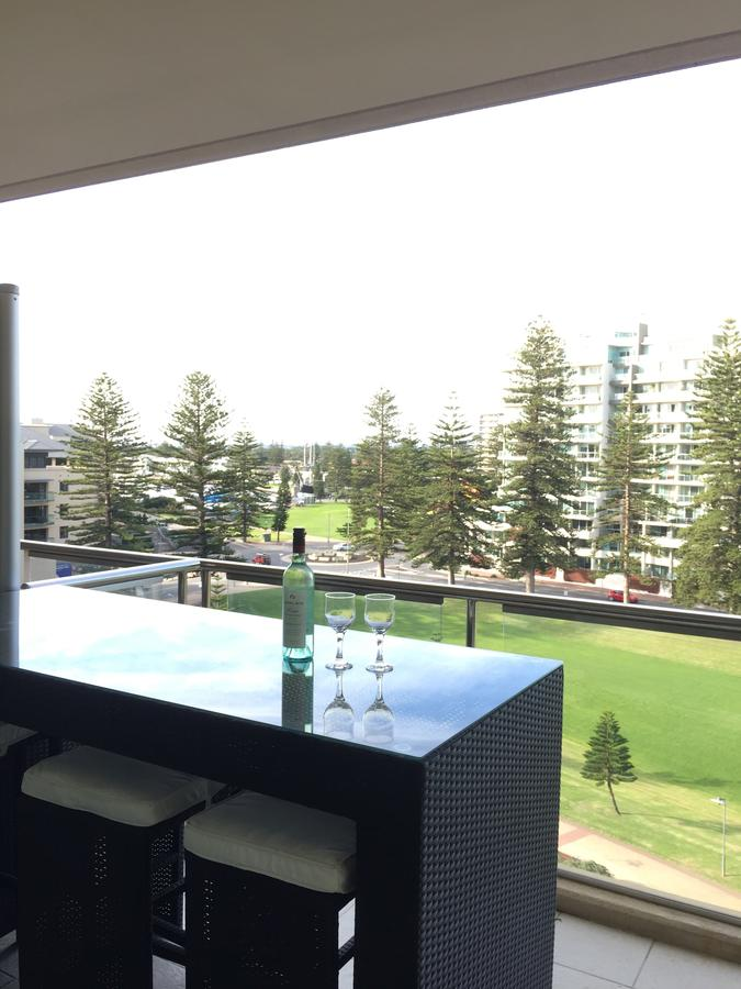 Beachside Luxury getaway in Glenelg - Accommodation Search
