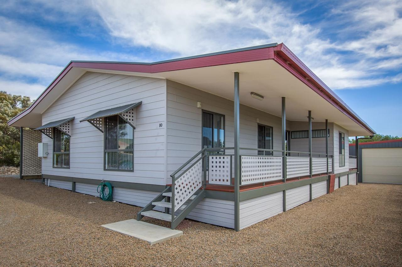 Desert Pea - Accommodation Search
