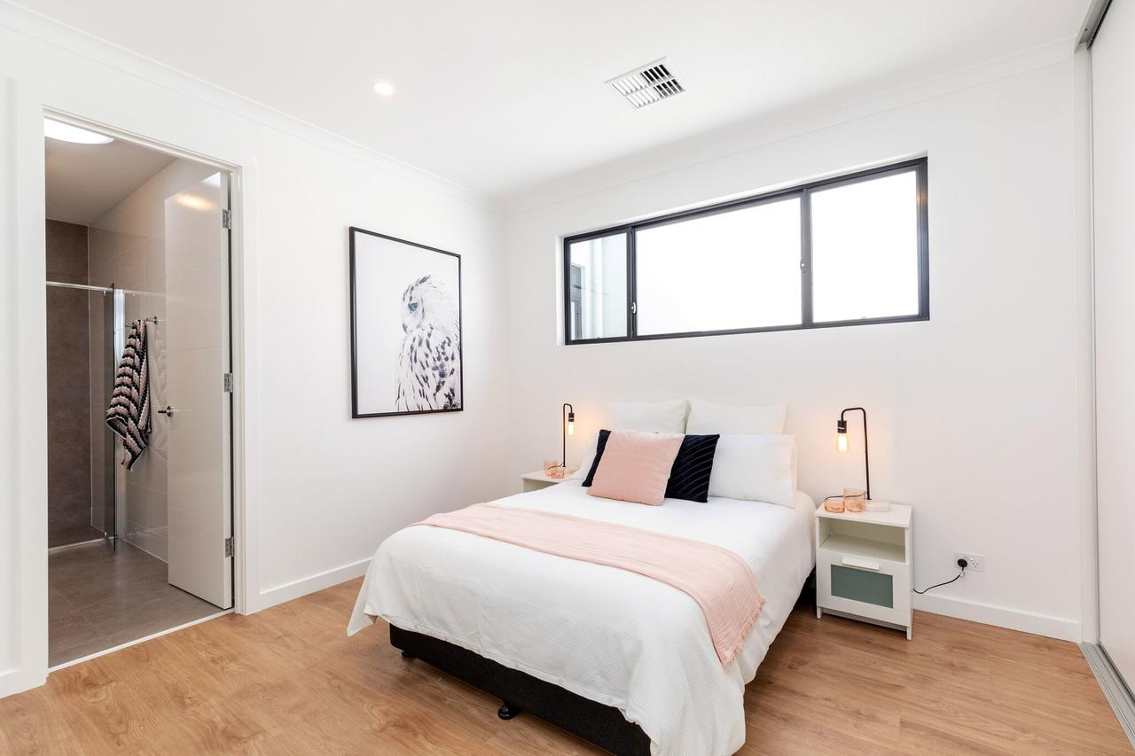 Brand new affordable luxury 3 bedroom 3 bathrooms house close to Adelaide city Chinatown beach Adelaide Airport - Accommodation Search