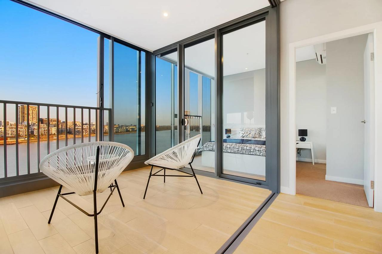 Brand New 3 Bedrooms Apt with Waterfront View - Accommodation Search