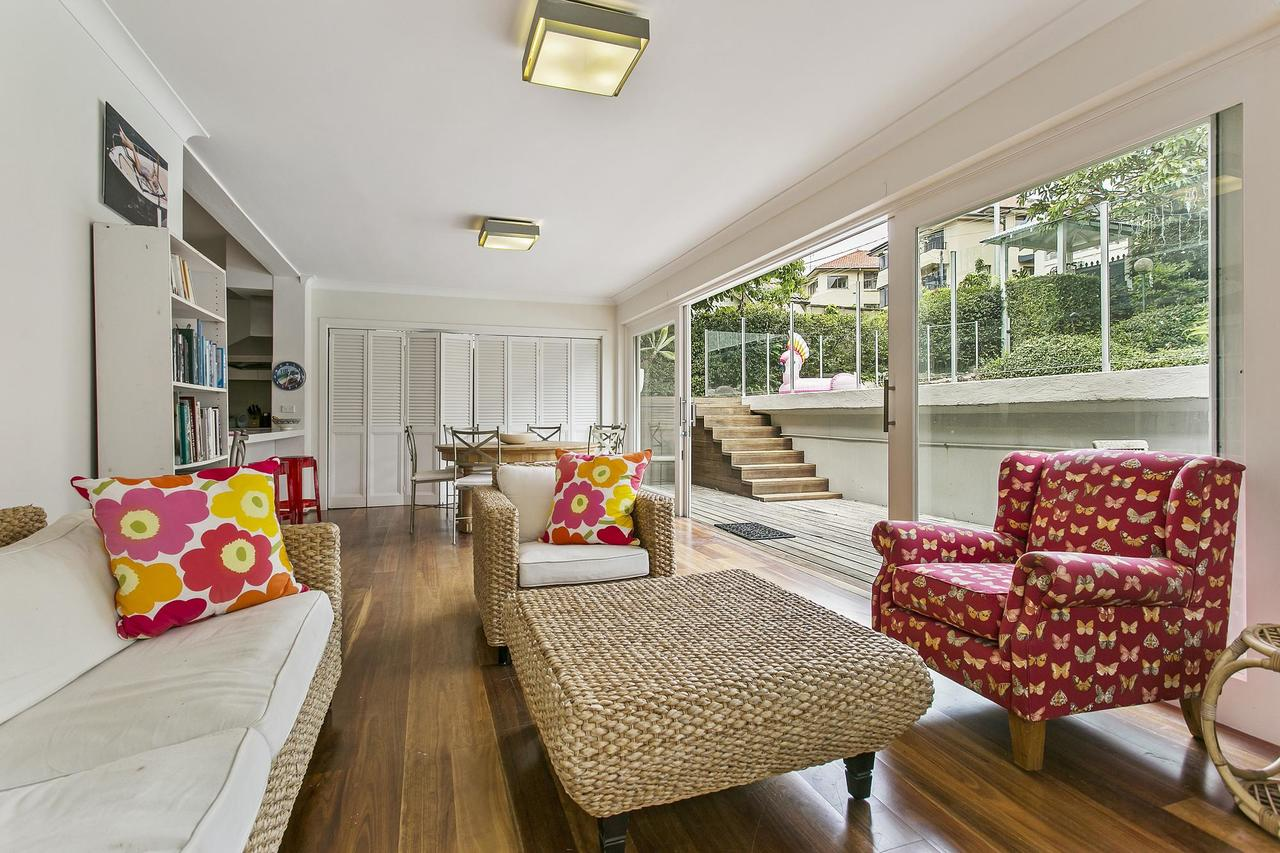 Summery spacious 4 bed home in Kurraba Point - Accommodation Search