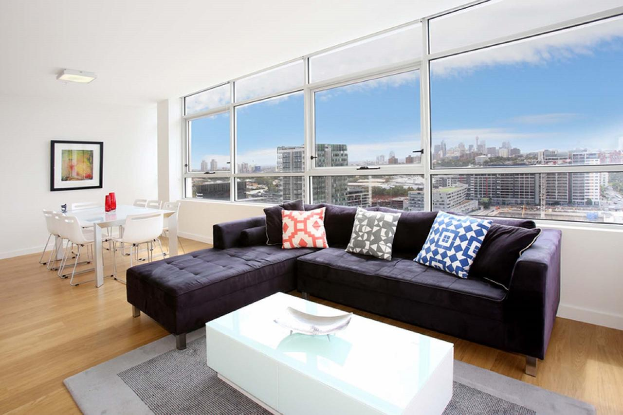 Gadigal Groove - Modern and Bright 3BR Executive Apartment in Zetland with Views - Accommodation Search