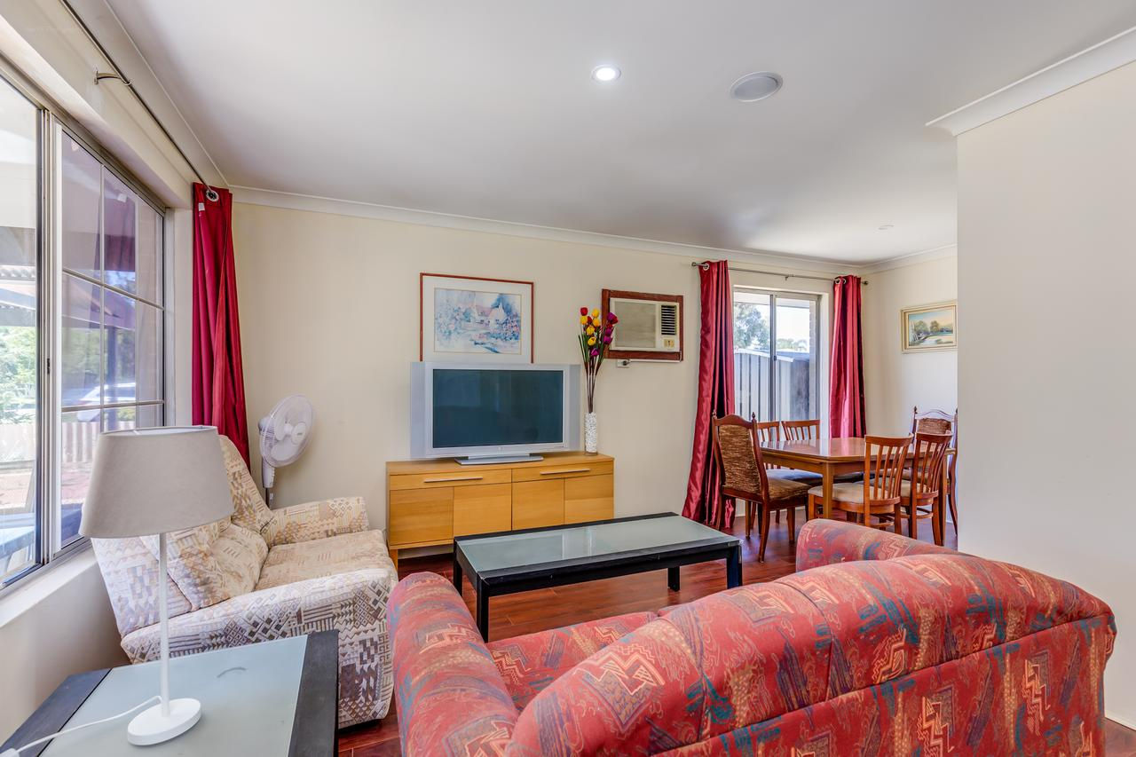 Brilliant neat convenient family-friendly house - Accommodation Search