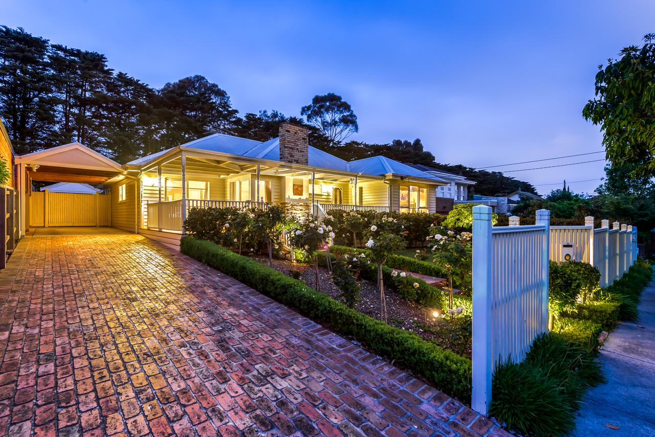 Lovely 5BR full house in Glen Waverley walk to train bus  shops - Accommodation Search
