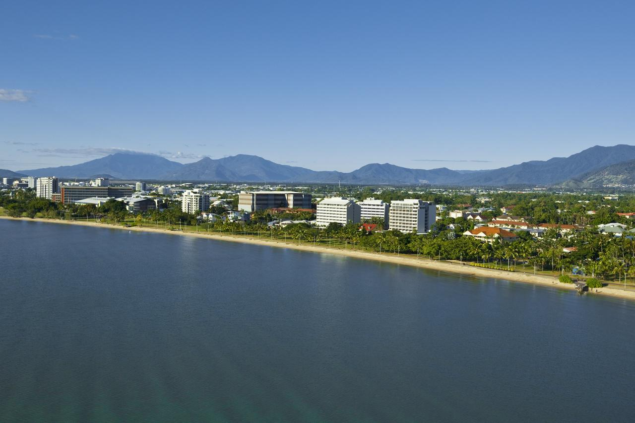 Holiday Inn Cairns Harbourside - Accommodation Search